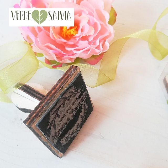 Timbro personalizzato con  save the date + nomi + data